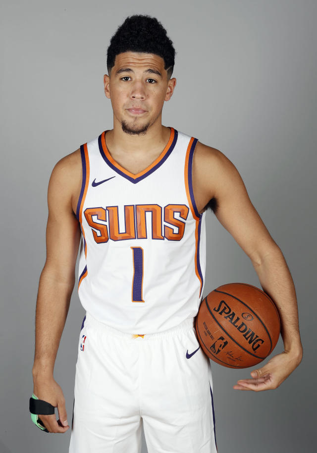 """<p>Cameraman: """"You know, you don't have to wear the brace in the picture.""""<br>Devin Booker: """"Do you want to know how I broke my hand?""""<br>(AP) </p>"""