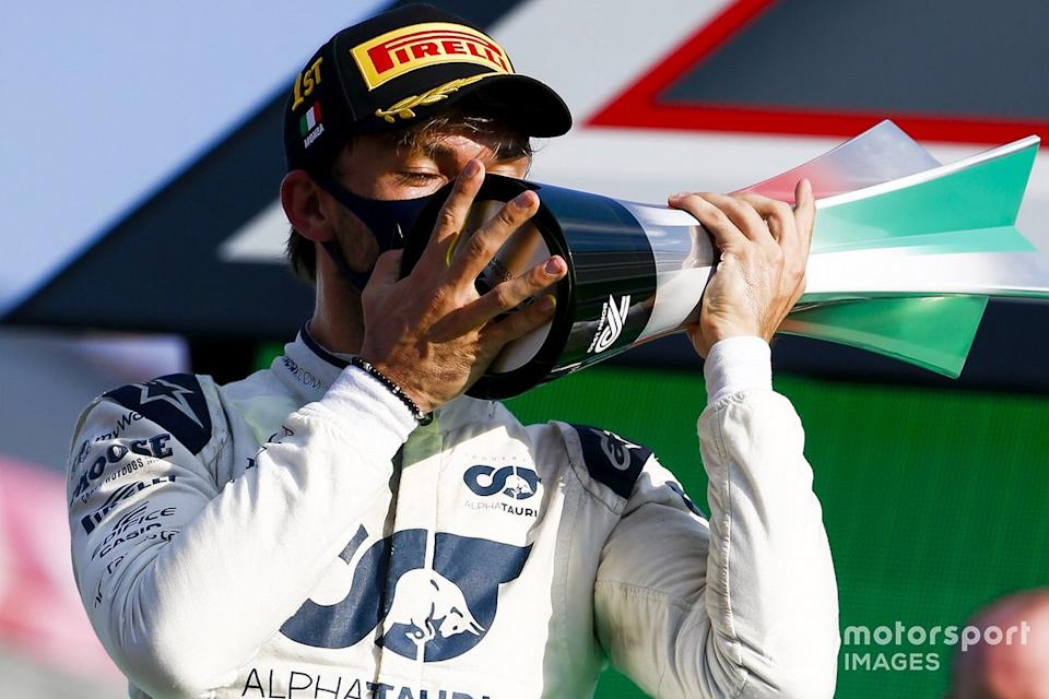 "Pierre Gasly, AlphaTauri, 1st position, kisses his trophy<span class=""copyright"">Andy Hone / Motorsport Images</span>"