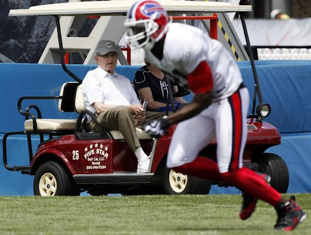 FILE - In this July 27, 2009, file photo, Buffalo Bills owner Ralph Wilson Jr., left, watches Bills' Terrell Owens run a drill during NFL football training camp at St. John Fisher College in Pittsford, N.Y. Bills owner Wilson Jr. has died at the age of 95. NFL.com says team president Russ Brandon announced his death at the league's annual meeting in Orlando, Fla., Tuesday, March 25, 2014. (AP Photo/ David Duprey, File)