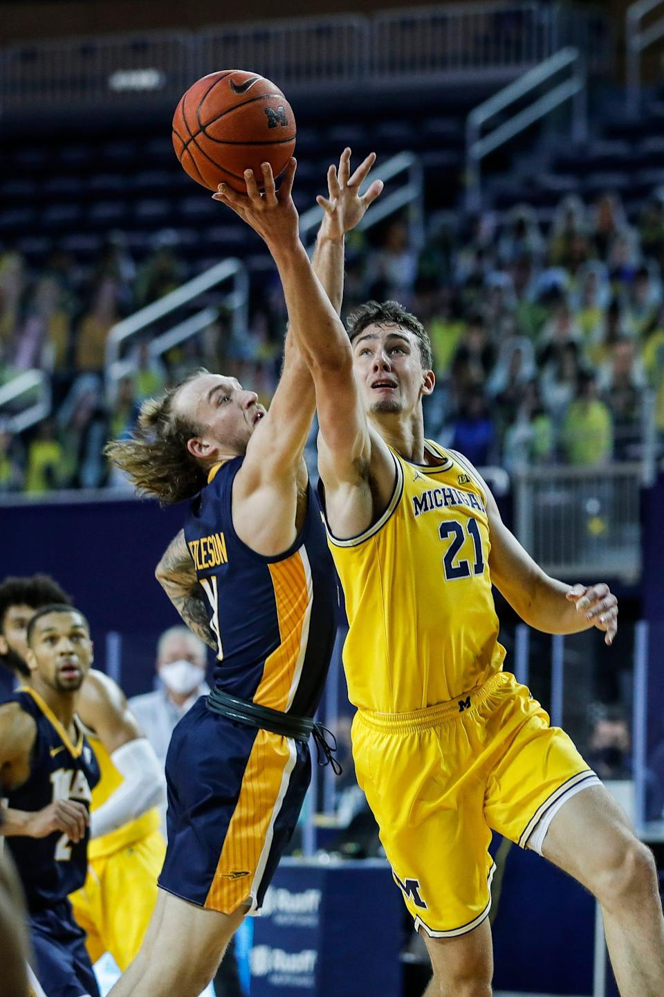 Michigan guard Franz Wagner makes a layup against Toledo guard Spencer Littleson during the first half at Crisler Center in Ann Arbor, Wednesday, Dec. 9, 2020.