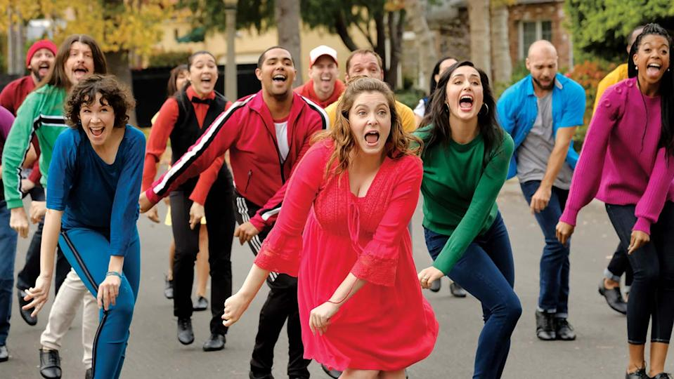 """Crazy Ex-Girlfriend """"I Have To Get Out"""". Pictured (center): Rachel Bloom as Rebecca (Scott Everett White/The CW)"""