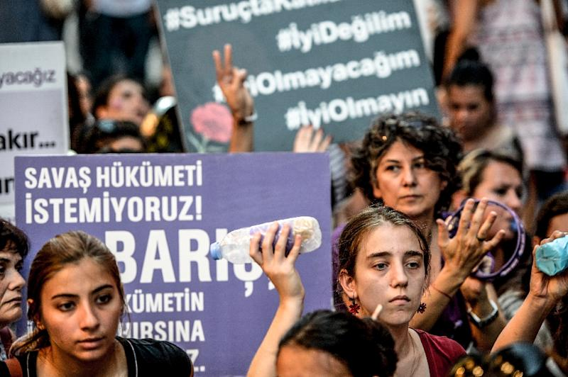 "Women hold placards reading ""We don't want a War Goverment - Peace"" during an anti-war demonstration on August 19, 2015 in Istanbul (AFP Photo/Ozan Kose)"