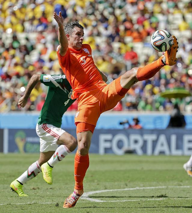 Netherlands' Robin van Persie catches a pass ahead of Mexico's Rafael Marquez during the World Cup round of 16 soccer match between the Netherlands and Mexico at the Arena Castelao in Fortaleza, Brazil, Sunday, June 29, 2014. (AP Photo/Felipe Dana)