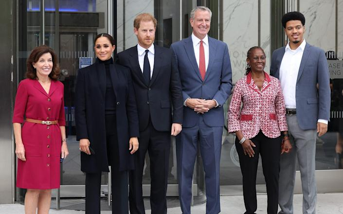 L to R: Governor Kathy Hochul, Meghan, Duchess of Sussex, Harry, Duke of Sussex, Mayor Bill de Blasio, Chirlane McCray and Dante de Blasio at the One World Observatory in New York - WireImage