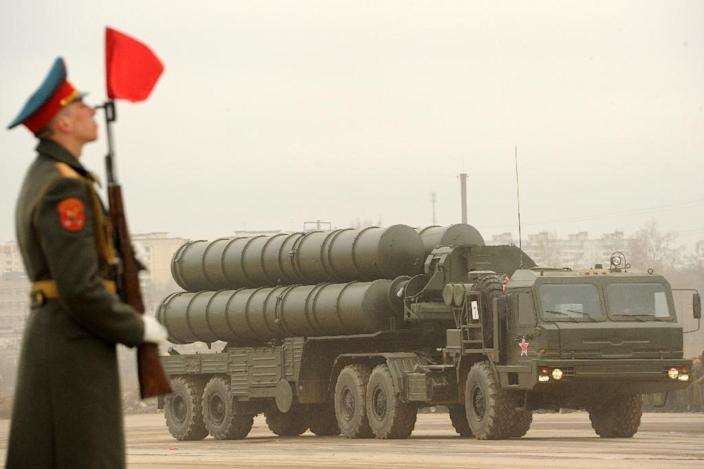 A Russian surface-to-air missile system S-300 PMU2 Favorit is rolled out during a rehearsal of the Victory Day Parade in Alabino, outside Moscow, in 2012 (AFP Photo/Kirill Kudryavtsev)
