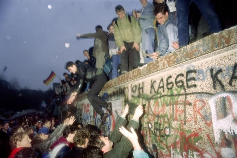 The fall of the Berlin Wall brought the communist regime crashing down and led to German reunification a year later (AFP Photo/Patrick HERTZOG)