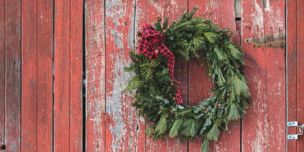 "<p>When it comes to <a rel=""nofollow"" href=""https://www.countryliving.com/home-design/decorating-ideas/advice/g1247/holiday-decorating-1208/"">decorating your home for Christmas</a>, <a rel=""nofollow"" href=""https://www.countryliving.com/home-design/decorating-ideas/tips/g1541/outdoor-christmas-decorations/"">the exterior </a> is truly just as important as the inside. A DIY wreath is an easy addition that will add a perfectly festive touch to any abode.<br></p>"