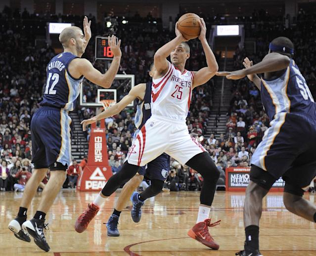 Houston Rockets' Chandler Parsons (25) is surrounded by Memphis Grizzlies Nick Calathes (12), Tayshaun Prince, rear, and Zach Randolph (50) during the second half of an NBA basketball game Friday, Jan. 24, 2014, in Houston. The Grizzlies won 88-87. (AP Photo/Pat Sullivan)