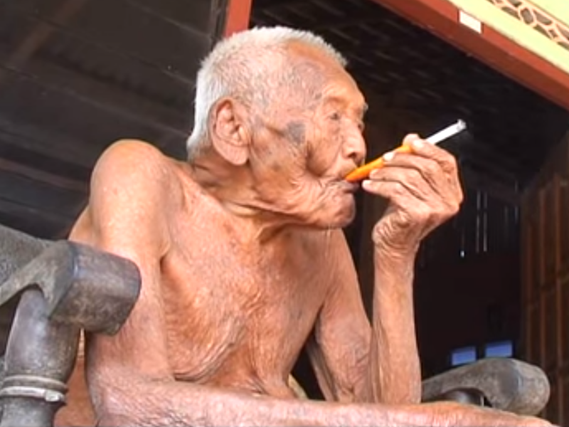 Mr Gotho has outlived all his siblings, wives and children (YouTube/Candra Yanuar)