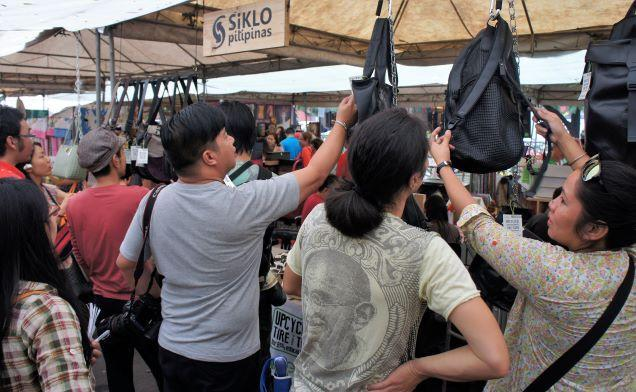 Shoppers looking at Siklo's bags. Photo: Siklo
