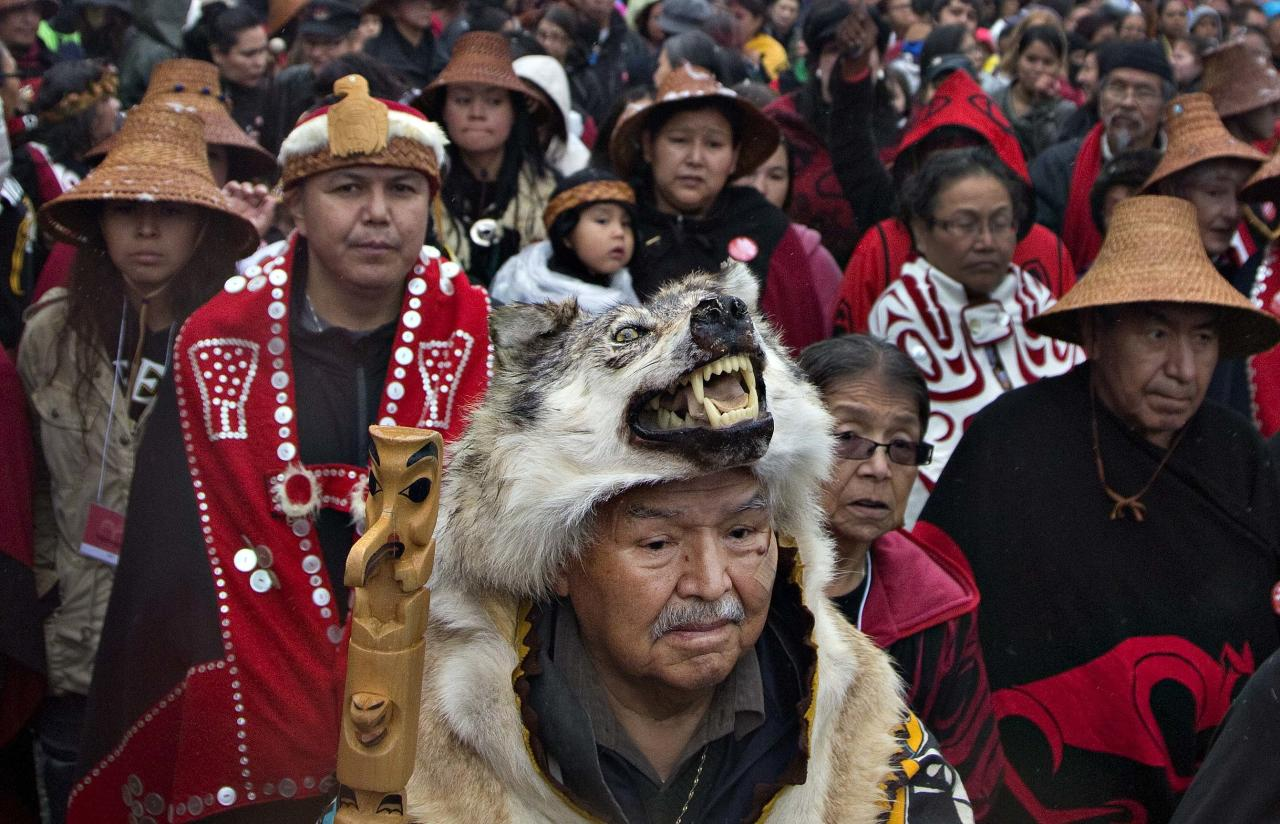 First Nations' elders wait to take part in a Truth and Reconciliation march in Vancouver, British Columbia September 22, 2013. First Nations people, many survivors of the abuse at former Canadian Government Indian Residential Schools, have been meeting for the past week.  REUTERS/Andy Clark  (CANADA - Tags: SOCIETY)