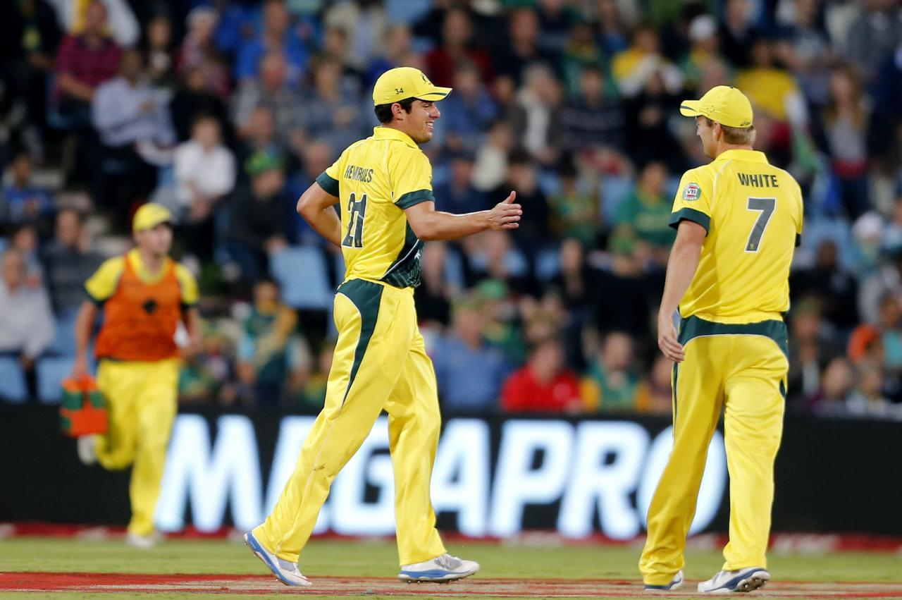 Australia's Moises Henriques (L) is congratulated by Cameron White after he made a catch to dismiss South Africa's JP Duminy during the final of the T20 cricket test match in Centurion, March 14, 2014. REUTERS/Siphiwe Sibeko (SOUTH AFRICA - Tags: SPORT CRICKET)