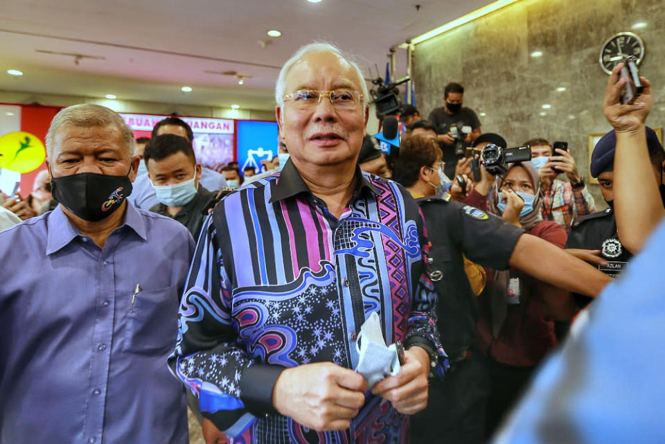 Datuk Seri Najib Razak claimed that his three proposals were based on Umno's interests and for the country's benefit, before going on to say that he intended to show that Umno still has other alternatives to PN.— Picture by Ahmad Zamzahuri