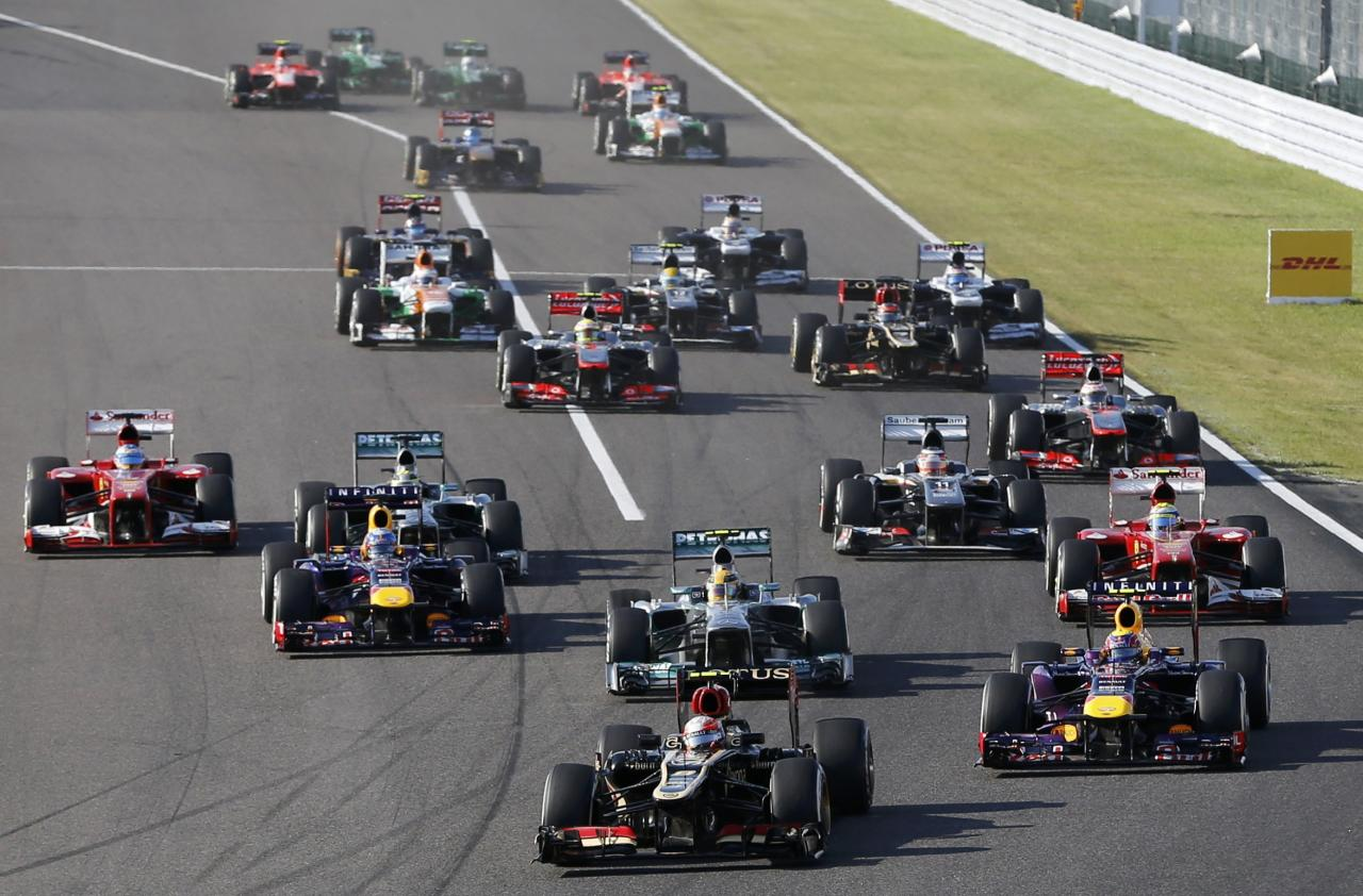 Lotus Formula One driver Romain Grosjean of France leads during the Japanese F1 Grand Prix at the Suzuka circuit October 13, 2013. REUTERS/Issei Kato (JAPAN - Tags: SPORT MOTORSPORT F1)