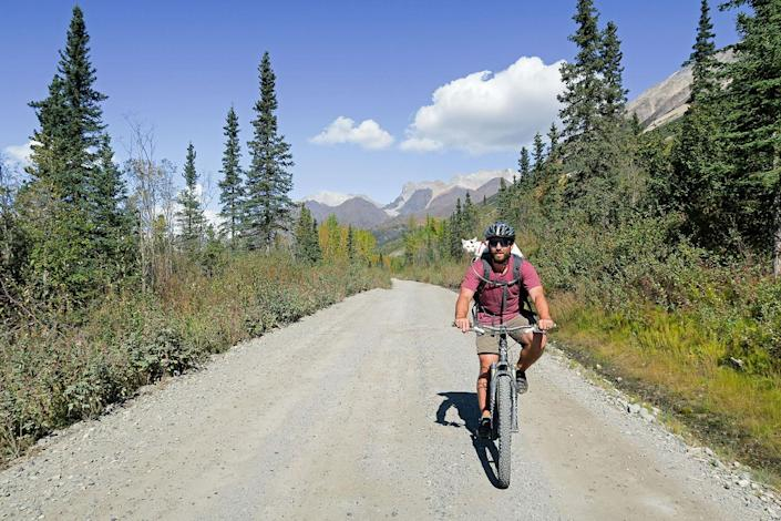 <p>Vladimir Kittens first mountain bike experience. (Photo: Our Vie / Caters News) </p>