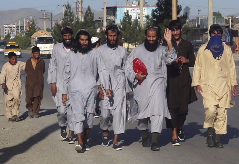 Afghan Taliban prisoners freed from Bagram Prison walk in Kabul, Afghanistan, Tuesday, May 26, 2020. The Afghan government freed hundreds of prisoners, its single largest prisoner release since the U.S. and the Taliban signed a peace deal earlier this year that spells out an exchange of detainees between the warring sides. (AP Photo/ Rahmat Gul)