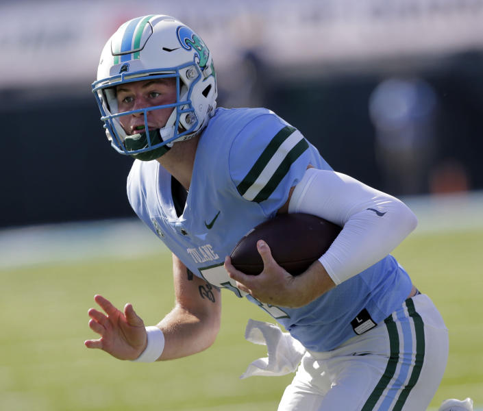 Tulane quarterback Michael Pratt (7)carries the ball against the Army during an NCAA college football game in New Orleans, La., Saturday, Nov. 14, 2020. (A. J. Sisco/The Advocate via AP)