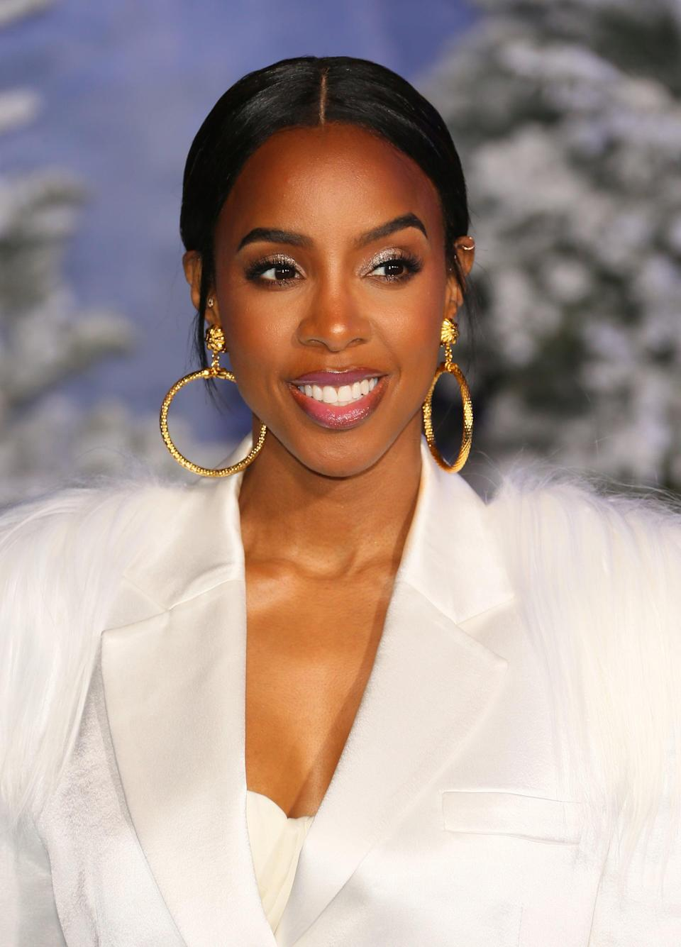 "<p><a class=""link rapid-noclick-resp"" href=""https://www.popsugar.com/latest/Kelly-Rowland"" rel=""nofollow noopener"" target=""_blank"" data-ylk=""slk:Kelly Rowland"">Kelly Rowland</a> once told <strong>Shape</strong> that she <a href=""https://www.dailymail.co.uk/tvshowbiz/article-2434389/Kelly-Rowland-waited-10-years-boob-job-advice-Beyonces-mother-Tina-Knowles.html"" class=""link rapid-noclick-resp"" rel=""nofollow noopener"" target=""_blank"" data-ylk=""slk:waited ten years"">waited ten years</a> to get breast implants after consulting with her mother and Tina Knowles-Lawson. ""I wanted to get breast implants when I was 18, but my mom and Beyoncé's mom told me to really think about it first,"" she said. Rowland took their advice and got the surgery at 28 years old.</p>"