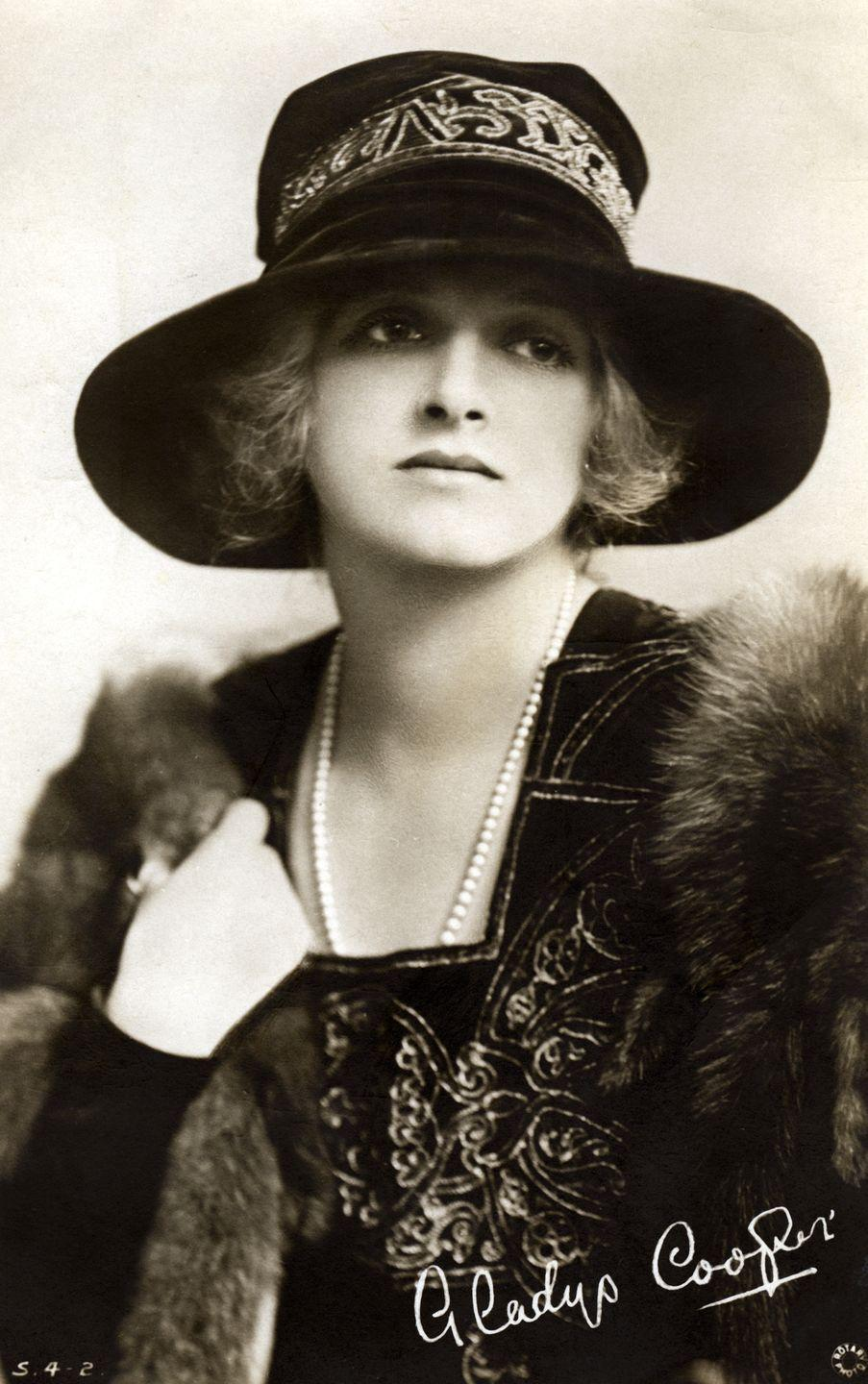 <p>Gladys Cooper was quintessentially British in the way she dressed: plenty of practicality balanced with intricate details and luxurious touches. Here, she wears her signature string of pearls with a fur stole and a wide-brimmed hat for a unique yet stylish ensemble.</p>