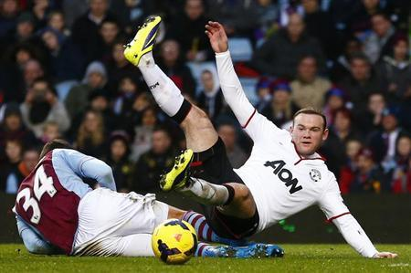 Aston Villa's Matthew Lowton (L) challenges Manchester United's Wayne Rooney during their English Premier League soccer match at Villa Park in Birmingham, central England, December 15, 2013. REUTERS/Darren Staples