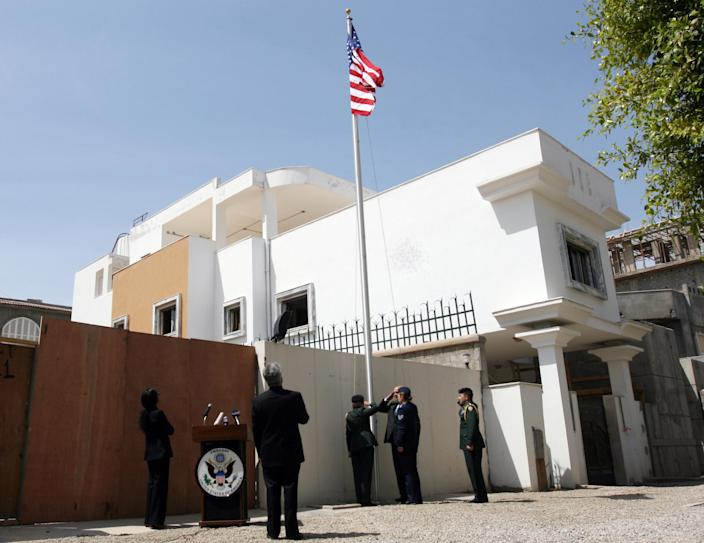 A US flag fluttering outside the US embassy in Tripoli on May 13, 2009 (AFP Photo/Mahmud Turkia)