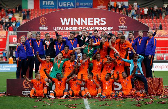 Soccer Football - UEFA European Under-17 Championship Final - Italy vs Netherlands - AESSEAL New York Stadium, Rotherham, Britain - May 20, 2018 Netherlands celebrate winning the final with the trophy Action Images via Reuters/Carl Recine