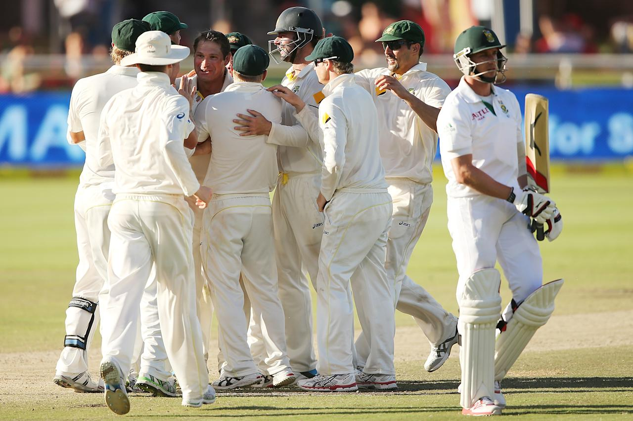 CAPE TOWN, SOUTH AFRICA - MARCH 05: Australian players celebrate with Ryan Harris after he got the wicket of Dale Steyn of South Africa during day 5 of the third test match between South Africa and Australia at Sahara Park Newlands on March 5, 2014 in Cape Town, South Africa.  (Photo by Morne de Klerk/Getty Images)