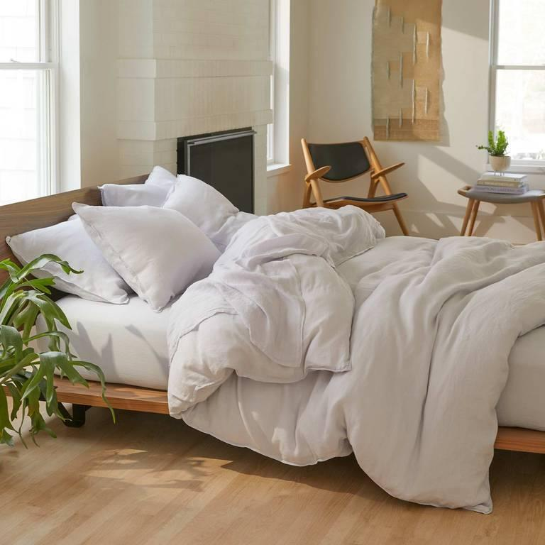 """<h2>Brooklinen Linen Core Sheet Set<br></h2><br>""""Cancers notoriously cancel plans to stay home in bed, so if we know they are going to do it anyway, let's make sure their bed is extra cozy,"""" Potter says.<br><br><strong>Brooklinen</strong> Linen Core Sheet Set, $, available at <a href=""""https://go.skimresources.com/?id=30283X879131&url=https%3A%2F%2Fwww.brooklinen.com%2Fproducts%2Flinen-core-sheet-set%3Fvariant%3D43437480981"""" rel=""""nofollow noopener"""" target=""""_blank"""" data-ylk=""""slk:Brooklinen"""" class=""""link rapid-noclick-resp"""">Brooklinen</a>"""