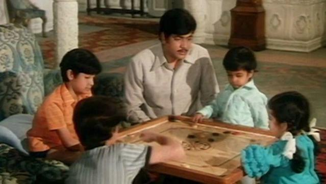 <p>The 1972 drama partly inspired by the Sound of Music and based on a Bengali novel, Rangeen Uttarain by Raj Kumar Maitra, tells the story of Ravi (Jeetendra) a tutor who moulds five unruly children who live with their strict grandfather. In the process, Ravi falls in love with the eldest daughter (Jaya Bhaduri) and marries her, with the blessings of the grandfather. </p>