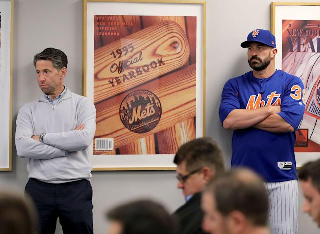 """Grim faces and awkward body language as <a class=""""link rapid-noclick-resp"""" href=""""/mlb/teams/ny-mets/"""" data-ylk=""""slk:Mets"""">Mets</a> COO Jeff Wilpon and manager Mickey Callaway listen to GM Brodie Van Wagenen on Monday. (Photo by Elsa/Getty Images)"""