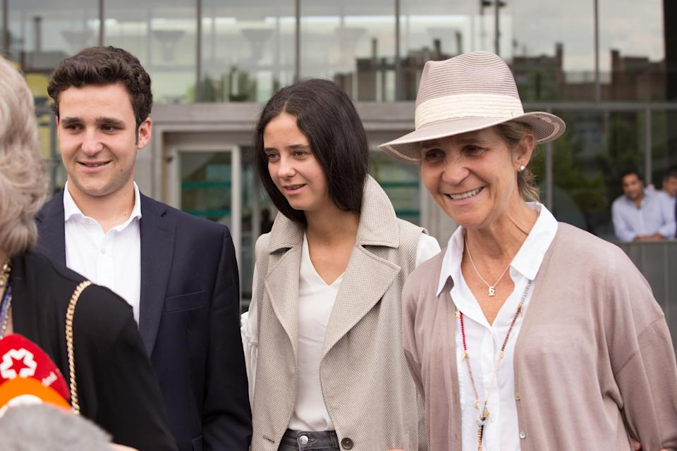 POZUELO DE ALARCON, SPAIN - AUGUST 27: Elena de Borbón (R), Victoria Federica de Marichalar (C) and Felipe Juan Froilán de Marichalar (L) are seen arriving to visit King Juan Carlos at Quiron Hospital on August 27, 2019 in Pozuelo de Alarcon, Spain. (Photo by Europa Press Entertainment/Europa Press via Getty Images)