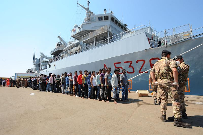 """More than 2,000 migrants disembark from Italian military ship """"Etna"""" on July 19, 2014 in the port of Salerno, southern Italy, following a rescue operation (AFP Photo/Mario Laporta)"""