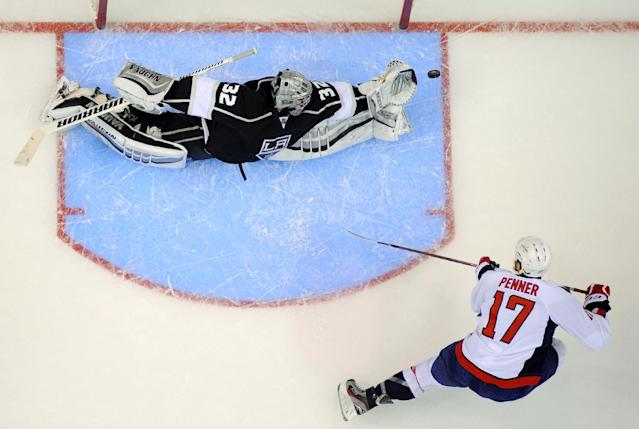 Washington Capitals left wing Dustin Penner, right, tries to get a shot in on Los Angeles Kings goalie Jonathan Quick during the second period of an NHL hockey game, Thursday, March 20, 2014, in Los Angeles. (AP Photo/Mark J. Terrill)