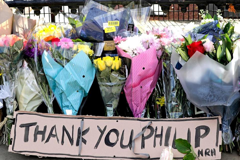 Floral tributes are seen at Buckingham Palace