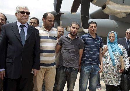 Tunisian diplomatic staff who were kidnapped in Libya a week ago, are welcomed by Foreign Minister Taieb Bakouch (L) upon their arrival at the airport in Tunis, Tunisia June 19, 2015. REUTERS/Zoubeir Souissi