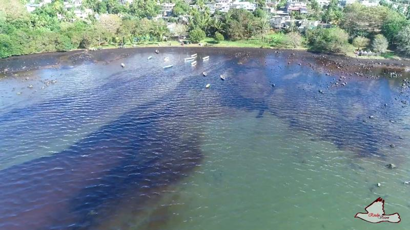 Ariel footage of oil in the water off the coast of Mauritius.