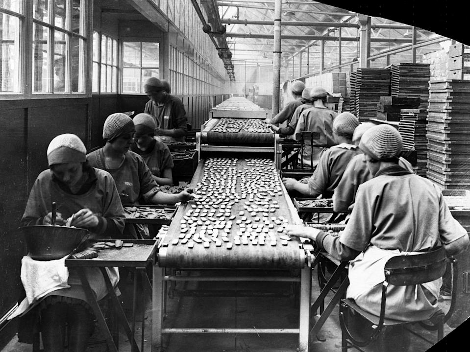 These factory women in Liverpool, England iced cookies for a living.