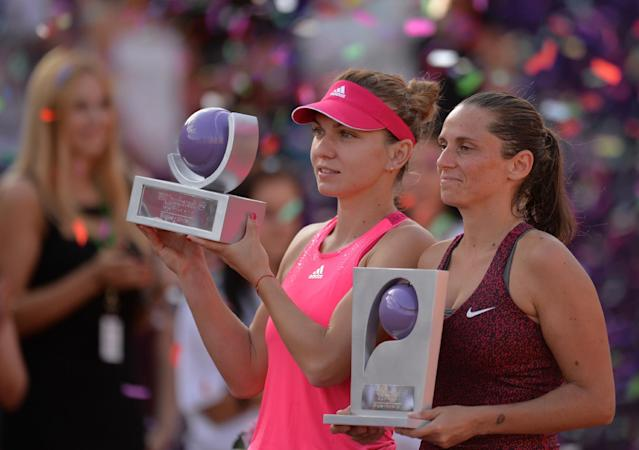 Simona Halep of Romania (L) and Roberta Vinci of Italy (R) hold their trophy after the single final at the WTA Bucharest tennis tournament in Bucharest, on July 13, 2014 (AFP Photo/Daniel Mihailescu)