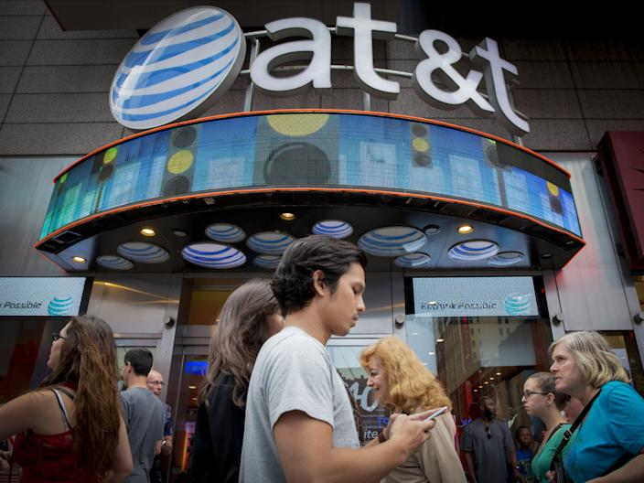 "People walk past the AT&T store in New York's Times Square, June 17, 2015. <p class=""copyright"">Brendan McDermid/Reuters</p>"