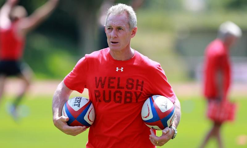 Rob Howley says sorry for betting on rugby while he