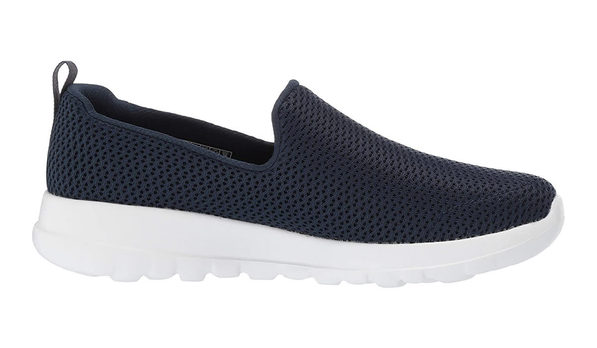 You can't go wrong with navy. (Photo: Amazon)