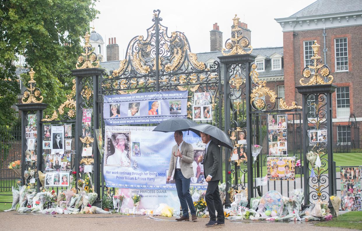 LONDON, ENGLAND - AUGUST 30:  Prince William, Duke of Cambridge and Prince Harry look upon flowers, photos and other souvenirs left as a tribute to Princess Diana near The Sunken Garden at Kensington Palace on August 30, 2017 in London, England.  (Photo by Samir Hussein/Samir Hussein/WireImage)