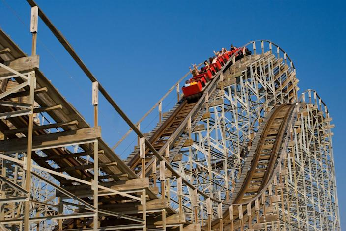 Why Shares of Six Flags Entertainment Plunged 10.5% Today