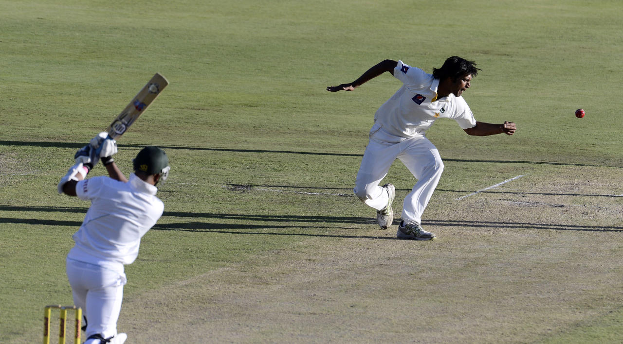 Pakistan bowler Rahat Ali (R) tries to catch the shot of South African batsman Vernon Philander on February 22, 2013 on the first day of the third Test match between South Africa and Pakistan at Super Sport Park in Centurion. AFP PHOTO / STEPHANE DE SAKUTIN        (Photo credit should read STEPHANE DE SAKUTIN/AFP/Getty Images)