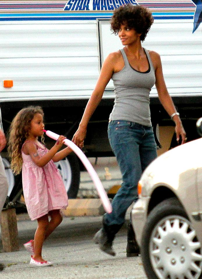 In between takes, Nahla was spotted playing with a pink balloon that matched her pretty frock, while Halle was dressed down for her role in the flick, which also stars Abigail Breslin. (7/19/2012)