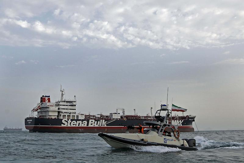 Iranian Revolutionary Guards patrolling around the British-flagged tanker Stena Impero (AFP/Getty Images)
