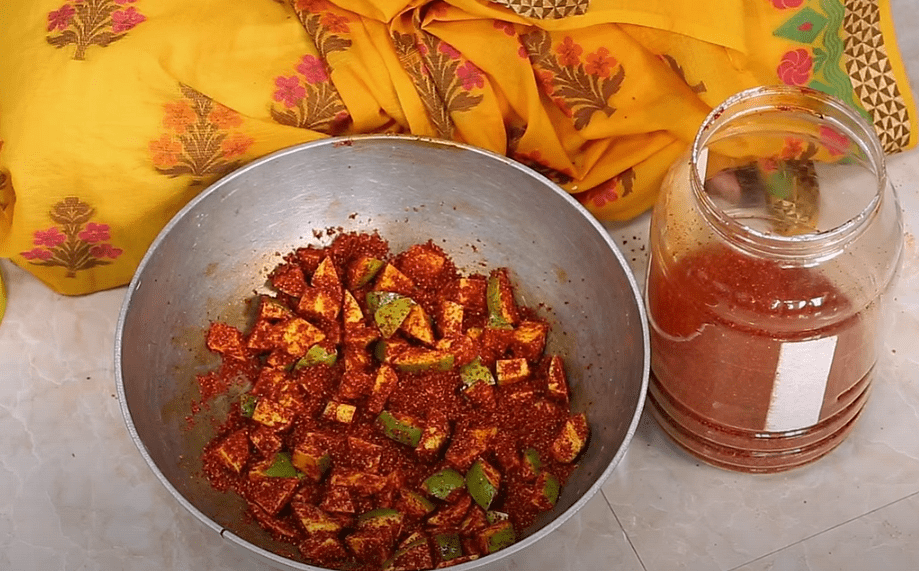 """<div class=""""paragraphs""""><p>Add the masala and mix well.</p></div>"""