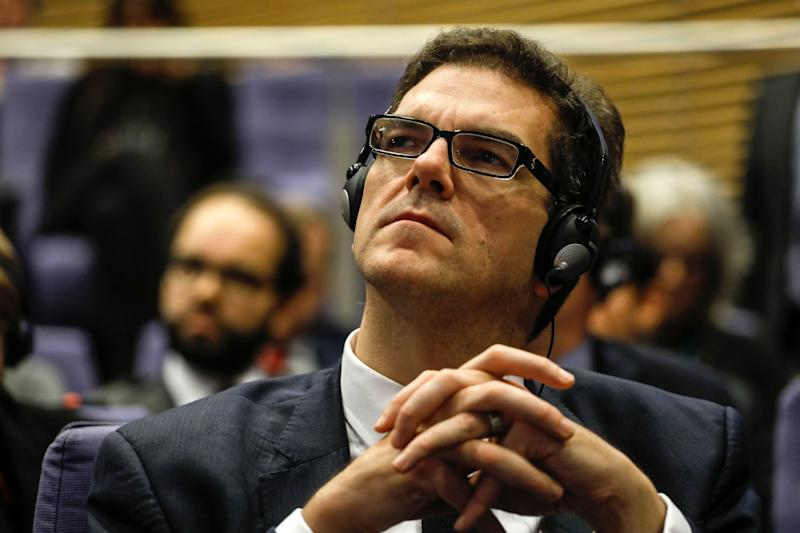 <strong>Oliver Robins, permanent secretary for DExEU listens to his boss and EU chief negotiator Michel Barnier</strong> (Bloomberg via Getty Images)