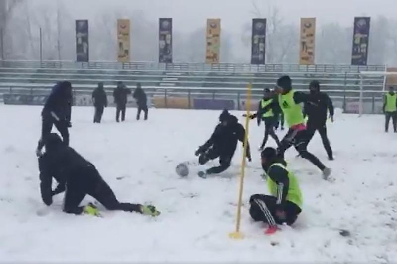 Football in Snow: Watch Real Kashmir FC Players Practice for I-League in Srinagar