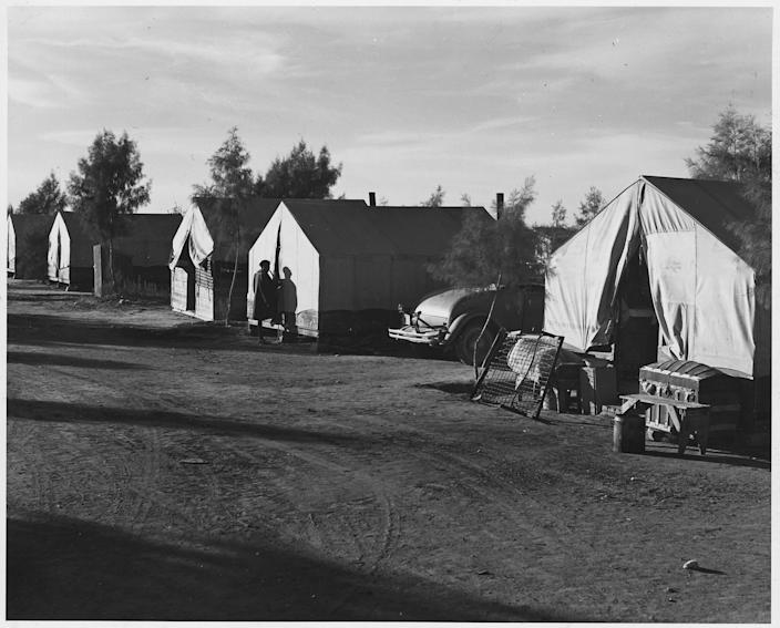Quarters for African-American cotton pickers on Cortaro Farms, south of Phoenix in Pinal County, Ariz. in 1940. (Photo: Dorothea Lange/ U.S. National Archives and Records Administration)